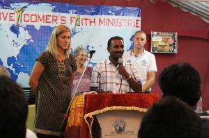 På møte i en liten menighet i Chennai.